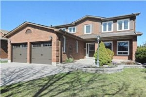 2 Robinson Cres, Whitby