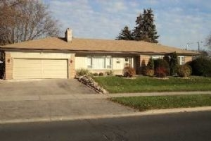 2 Grenfell Cres, Markham