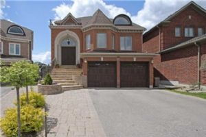 77 Sweet Water Cres, Richmond Hill