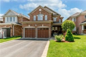 $995,000 • 204 Sawmill Valley Dr, Newmarket