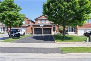 $619,900 • 76 Ravenscliffe Crt, Brampton