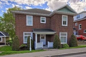 $550,000 • 374 Timothy St, Newmarket