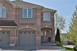 Ravineview Dr & Lodgeway Dr, Vaughan