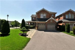 72 Aster Cres, Whitby