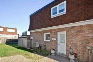 67 Townhouse Cres, Brampton