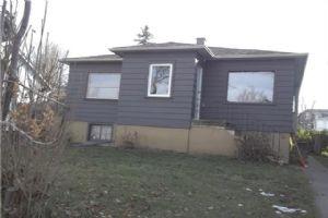 207 26 AV NE, Calgary