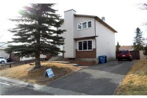 139 CASTLEGLEN RD NE, Calgary