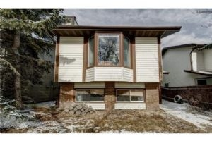 8018 RANCHVIEW DR NW, Calgary