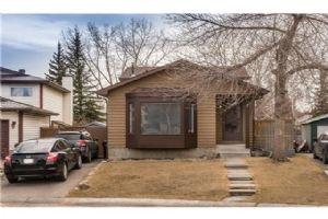 240 Deersaxon Cir  SE, Calgary