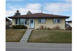 3211 39 ST SE, Calgary
