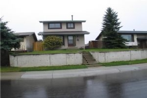 439 RUNDLELAWN WY NE, Calgary