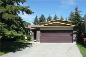 5877 DALCASTLE DR NW, Calgary