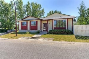 202 WOODMONT CO SW, Calgary
