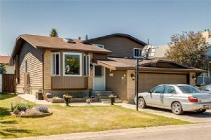 27 BEDWOOD CR NE, Calgary