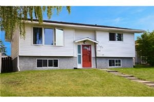 5727 PINEPOINT DR NE, Calgary