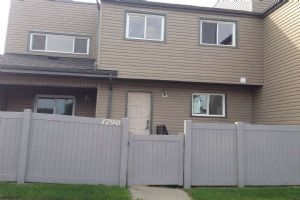 1790 Lakewood Rd S, Edmonton