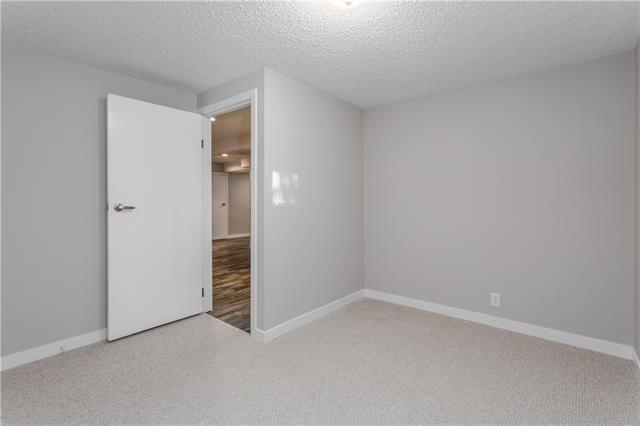 114 SANDERLING RD NW, Calgary